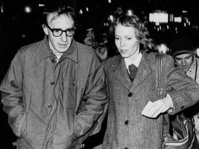 Woody Allen & Mia Farrow (Courtesy: tonpetitlook.com)