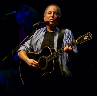 Paul_Simon_at_the_9-30_Club_(b)
