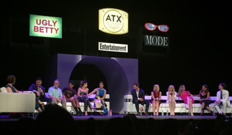 Reuni serial Ugly Betty di ATX Festival 2016. (Thank you, Google Image!)