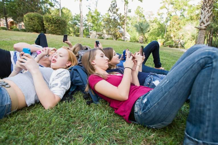 new-140106-teens-texting-710p_4bd0320da54eeb8aa6c7b349ce531fd7
