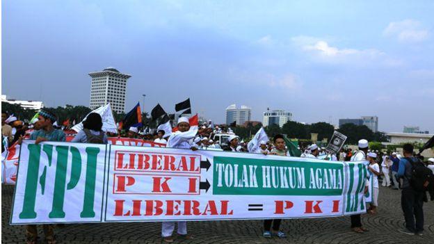 160603115330_demo_fpi_liberal_komunis_640x360_bbcindonesia_nocredit